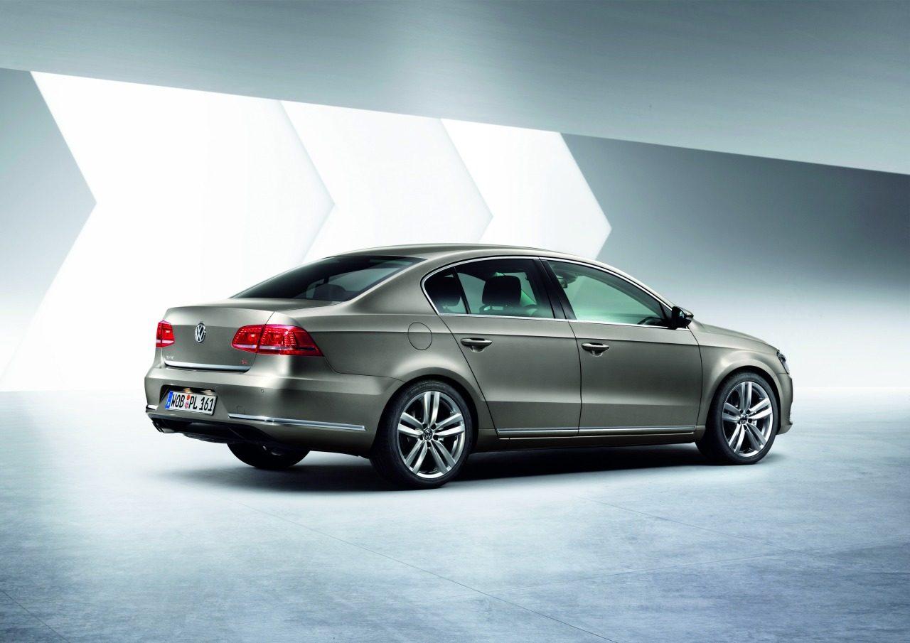 Volkswagen_Passat_2011_01.jpg