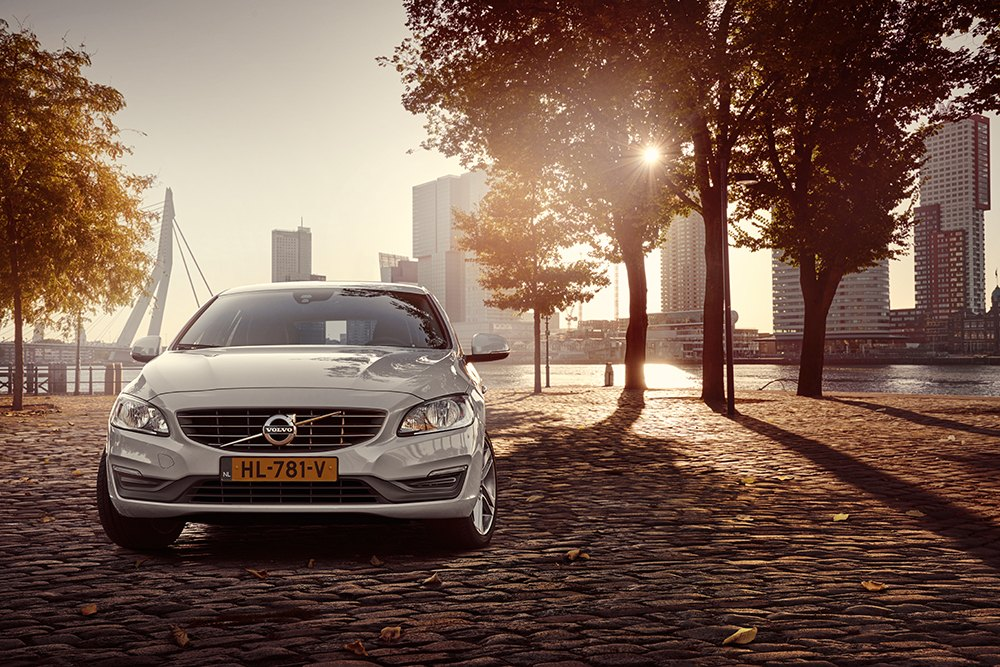 Volvo-V60-Twin-Engine-Fall-in-Love-01.jpg