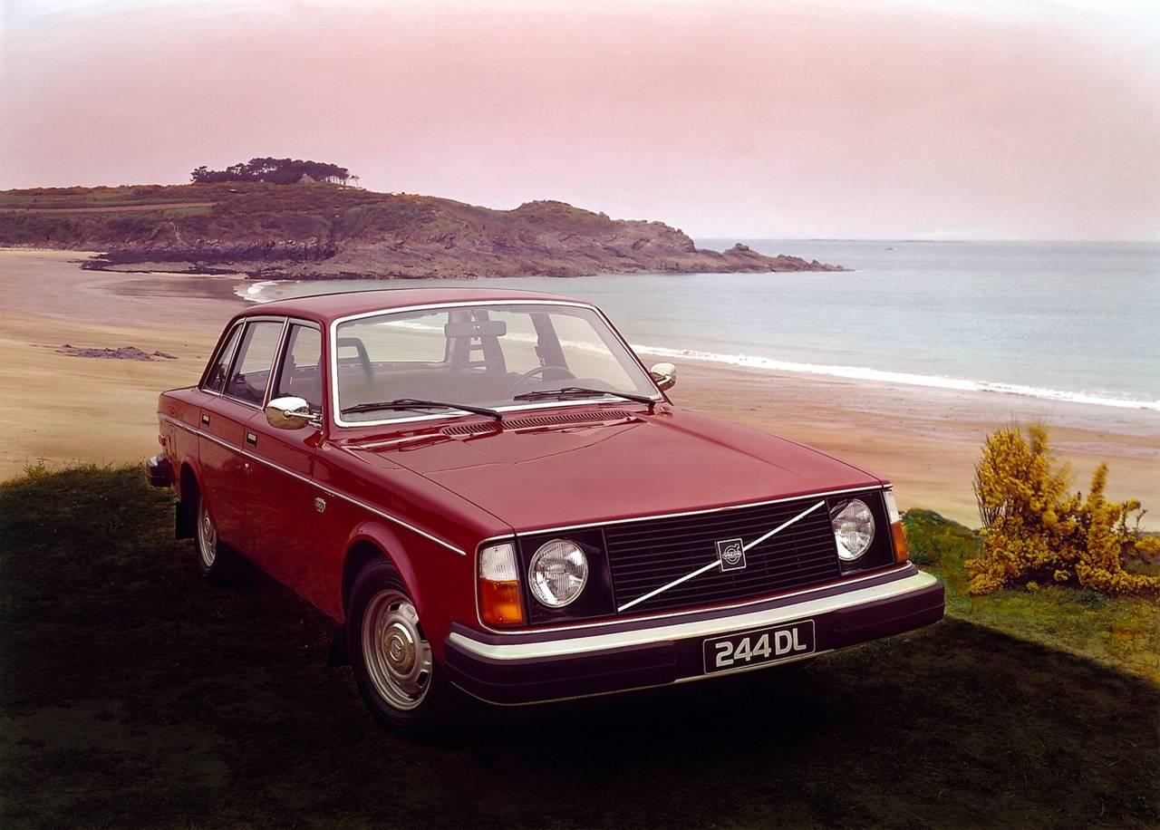 Volvo-240-1.jpg