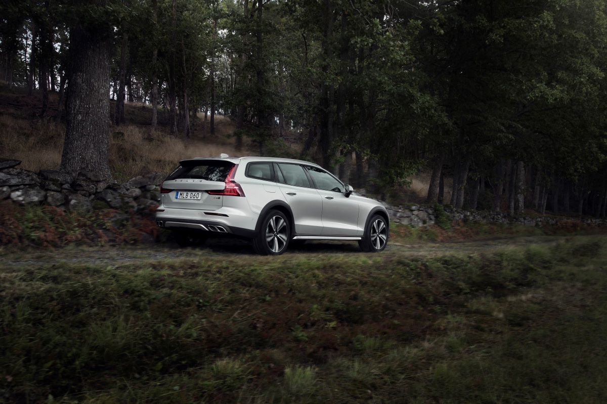 01_volvo-v60-cross-country.jpg