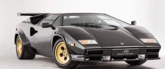 deze lamborghini countach is helemaal goud. Black Bedroom Furniture Sets. Home Design Ideas