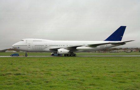 Volkswagen Touareg V10 TDI trekt Boeing 747