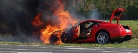 Ferrari F599 brandt uit