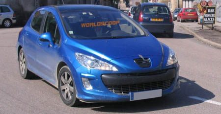 Peugeot 308 spyshot