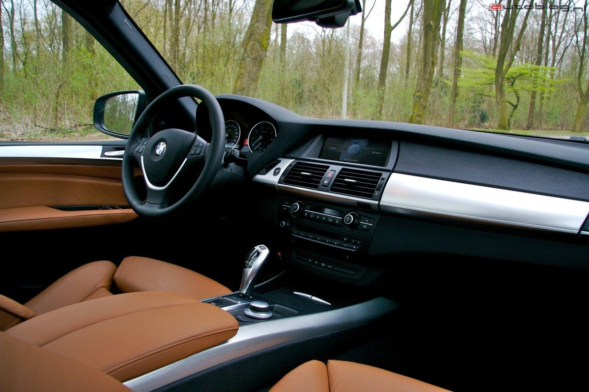 Rijtest bmw x5 for Interieur x5