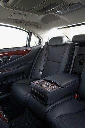 Lexus LS460 achterbank