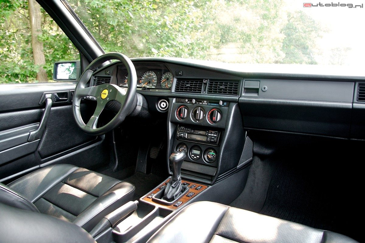 Rijimpressie mercedes benz 190e evolution ii for Interieur mercedes 190