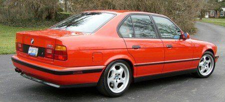 BMW M5 E34 rood