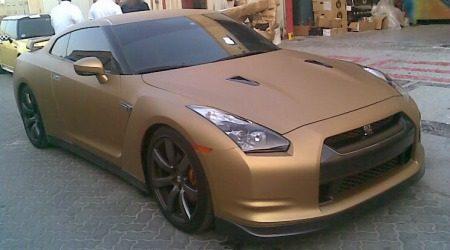 Nissan GT-R mat goud