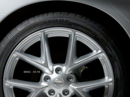 Karige teasers van Nissan