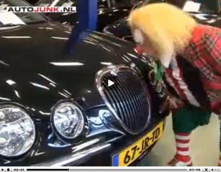Bassie koopt een auto video