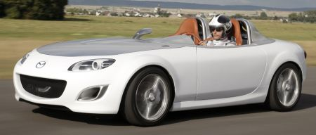 Mazda MX-5 Superlight man met snorrr