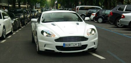 Witte Aston Martin DBS