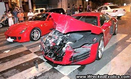 Rode Audi R8 crasht op rode Ferrari 599 GTB