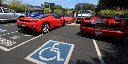 Gehandicapte Ferrari-eigenaren