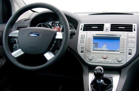 Rijtest video ford kuga 2 5t for Interieur ford kuga