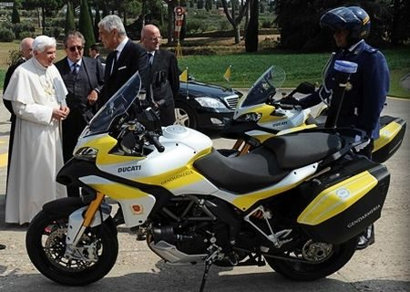 Ducati Multistrada voor de Paus