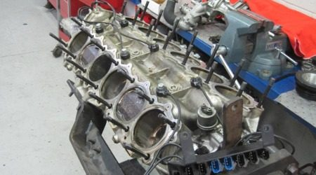 Ferrari Enzo motor kapot