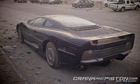 Jaguar XJ220 sterft langzaam in Qatar