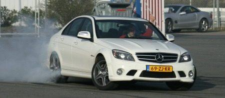 Mercedes C63 AMG driften
