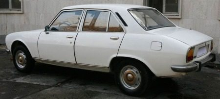 De Peugeot 504 - Copyright Ahmedinejad-car.com