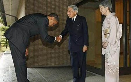 Buiging Obama voor Japanse keizer