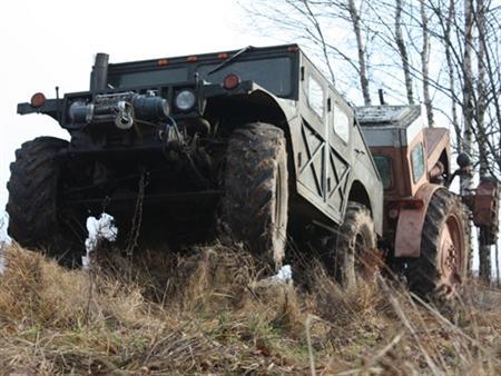 Humvee Wannabe doet trekker trekken