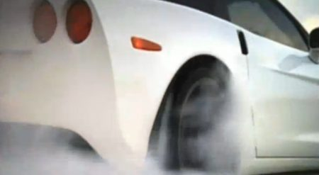 Corvette doet rubber branden doen