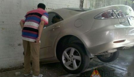 Mazda6 crash in China
