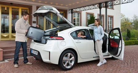 Opel Ampera met gezinnetje