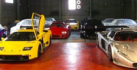 Bizarre verzameling supercars in Japan