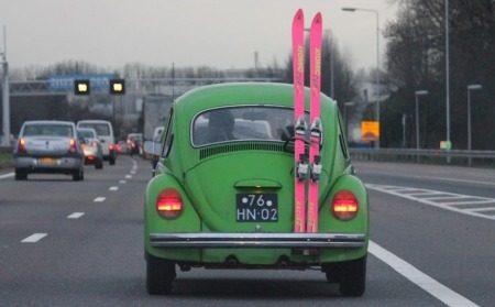 Heel Stoer Op Wintersport In Een Klassieke Kever Autoblog Nl