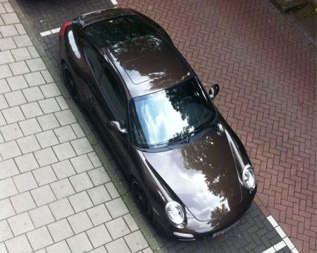 De Porsche van Anouk