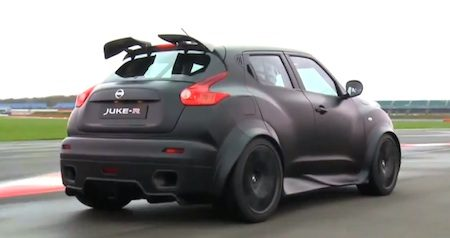 nissan juke r hangt de hooligan uit op silverstone. Black Bedroom Furniture Sets. Home Design Ideas