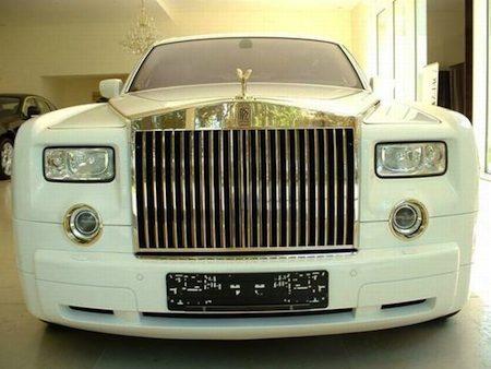 Rolls Royce Phantom met goud kost 5,7 miljoen euro