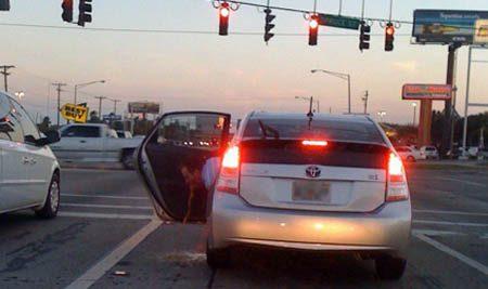 Toyota Prius bestuurder is misselijk