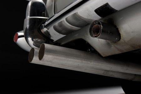 Aston Martin DB5 met oliesput