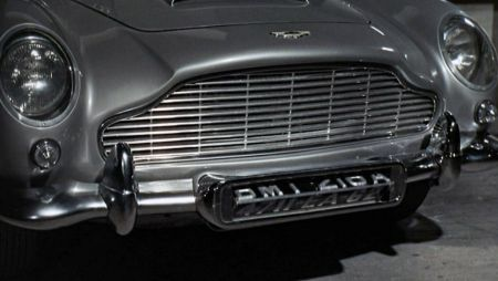 Aston Martin DB5 kenteken James Bond