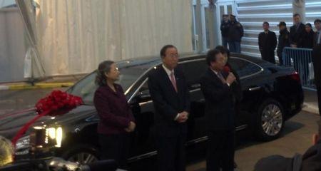 Ban Ki-moon met Hyundai Equus