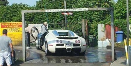 Bugatti Veyron wasstraat Italië