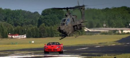 Dodge Viper vs helikopter