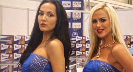 De dames in blauw