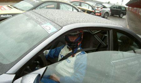 Koning Carl XVI Gustaf in een BMW M3 CSL