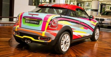 MINI Coupe valt op in Abu Dhabi