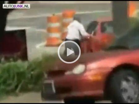 Man probeert BMW te redden