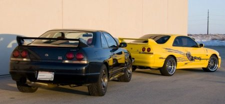 Nissan R33 Skyline duo gaat de crusher in