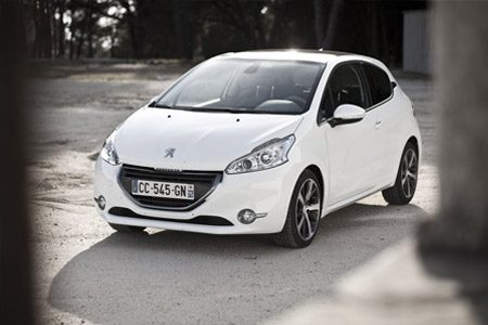 Peugeot 208 rijtest en video