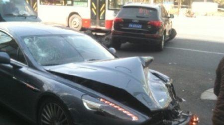Crashtest: Audi Q5 vs Aston Martin Rapide