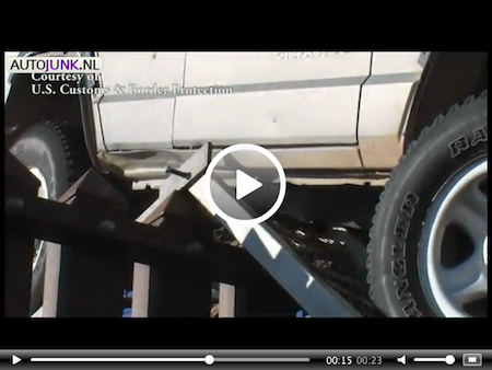 Video: De grens oversteken per Jeep