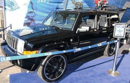 Jeep met heel veel wielen